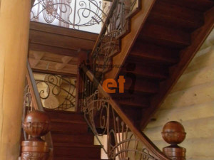 Деревянная дубовая лестница с ограждениями по проекту Чехово