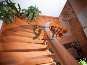 Винтовая лестница, сделанная по проекту Тосково