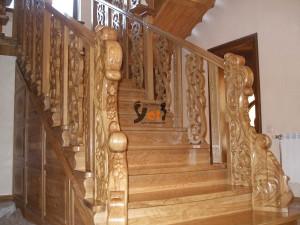 Маршевая лестница из дерева по проекту Громово