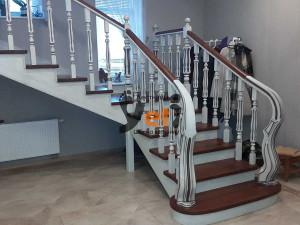 Фото дубовых лестниц, сделанных в Тувалово