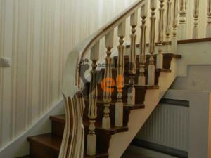 Фото дубовой лестницы, сделанной в Кузьмолово