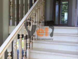 Деревянная лестница по проекту Кузьмолово
