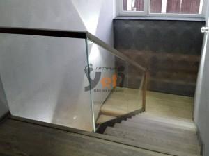 lestnitsy-so-steklom