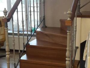 Фото буковой лестницы по проекту Новый мир