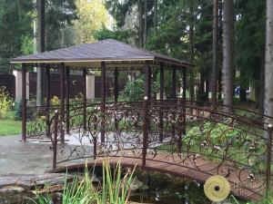Садовый мостик, беседка, перила и кованные изделия
