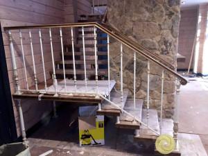 Лестница со скрытым каркасом больцевая