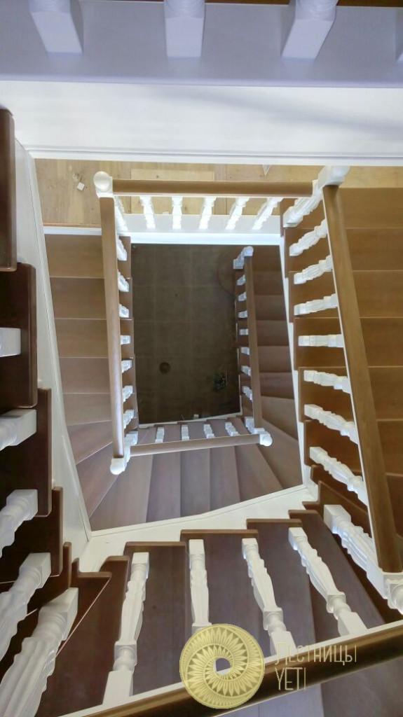 буковая лестница на металлокаркасе