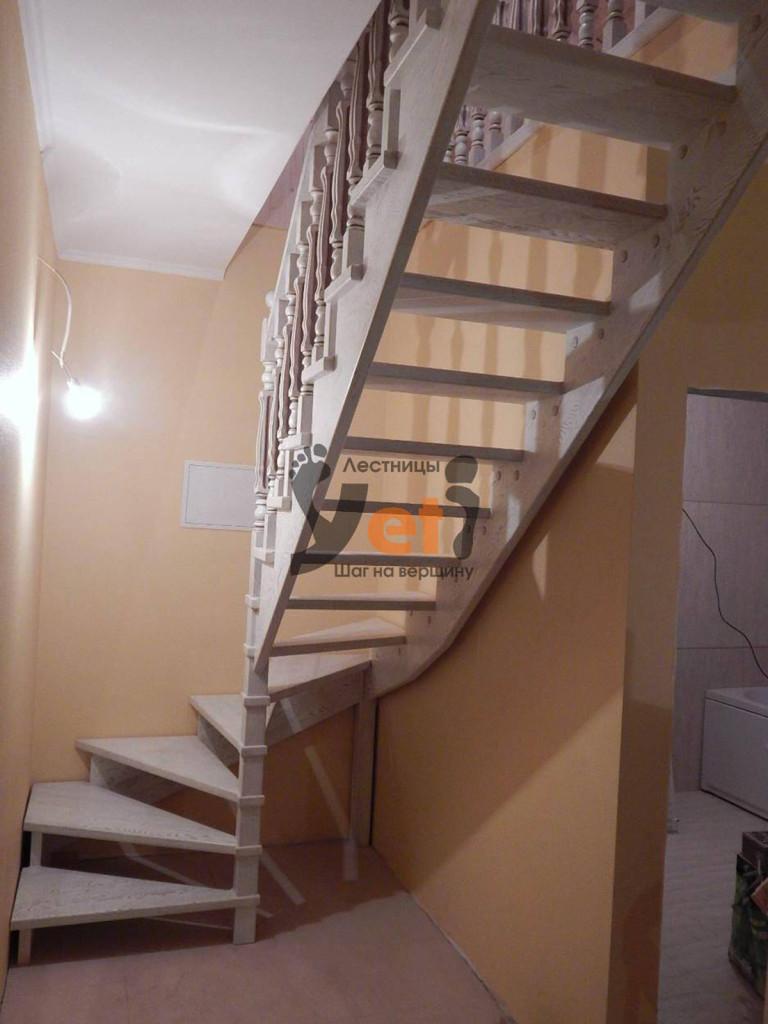 деревянная лестница открытого типа на 90 градусов