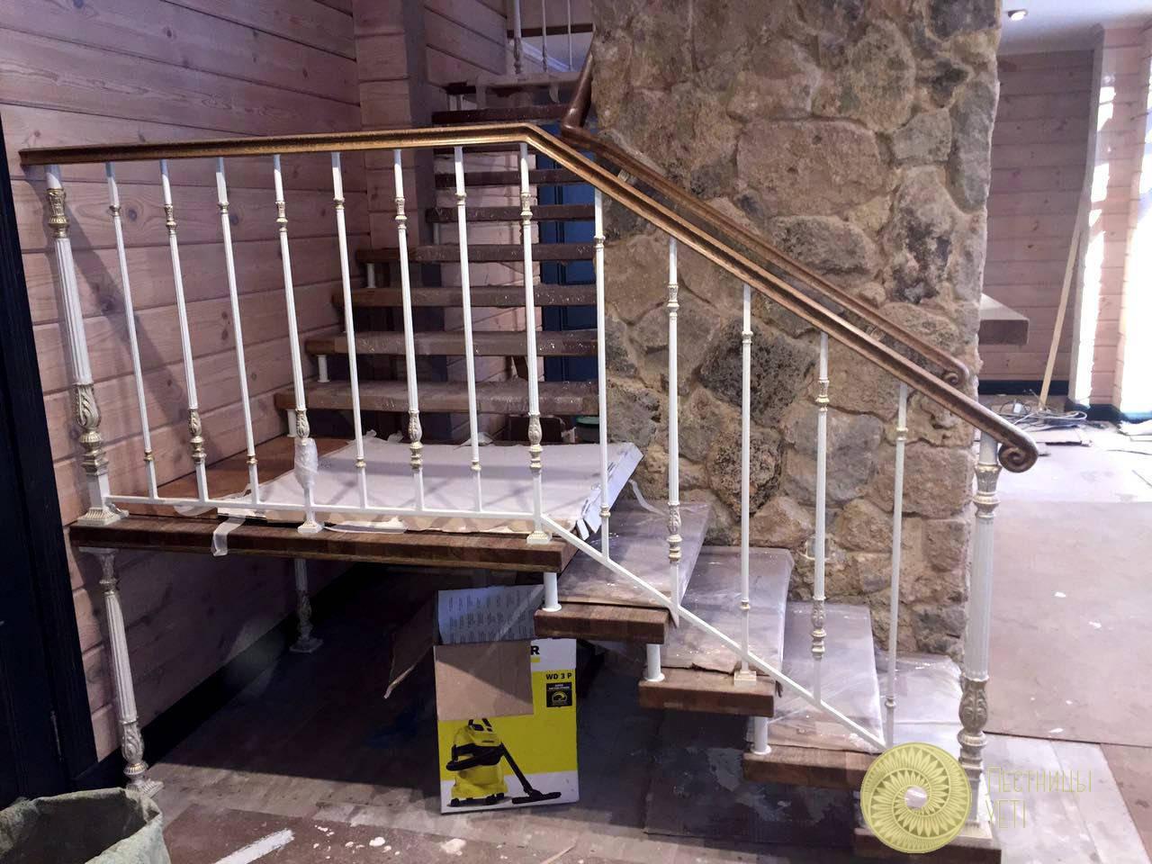 лестница со скрытым каркасом