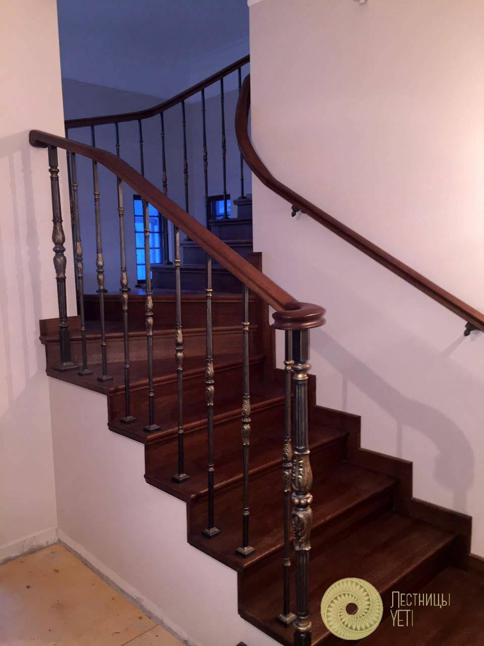 лестница с чугунным ограждением «художественное литье»