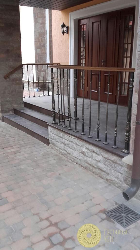 Ограждение террасы с применением стоек Grande Forge лестницы, мебель, интерьеры