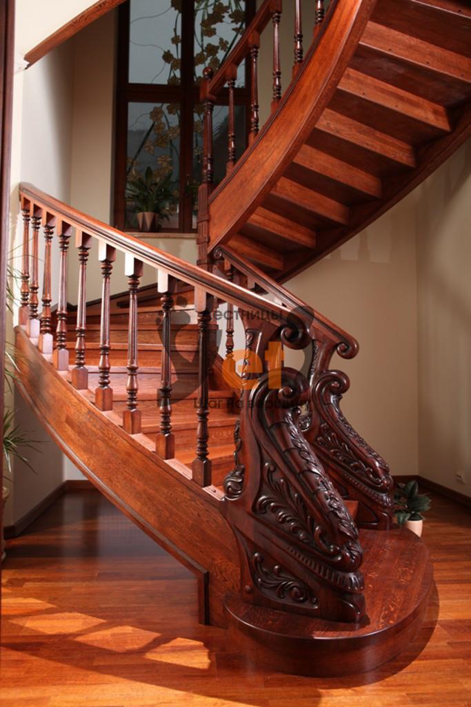 деревянная винтовая лестница в стиле барокко