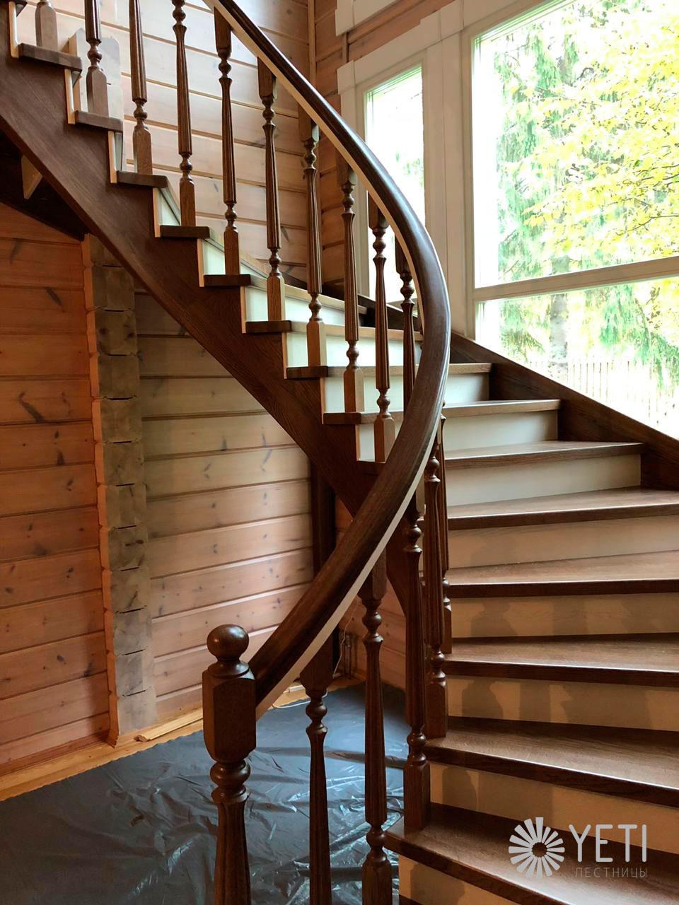 радиальная лестница из массива дуба
