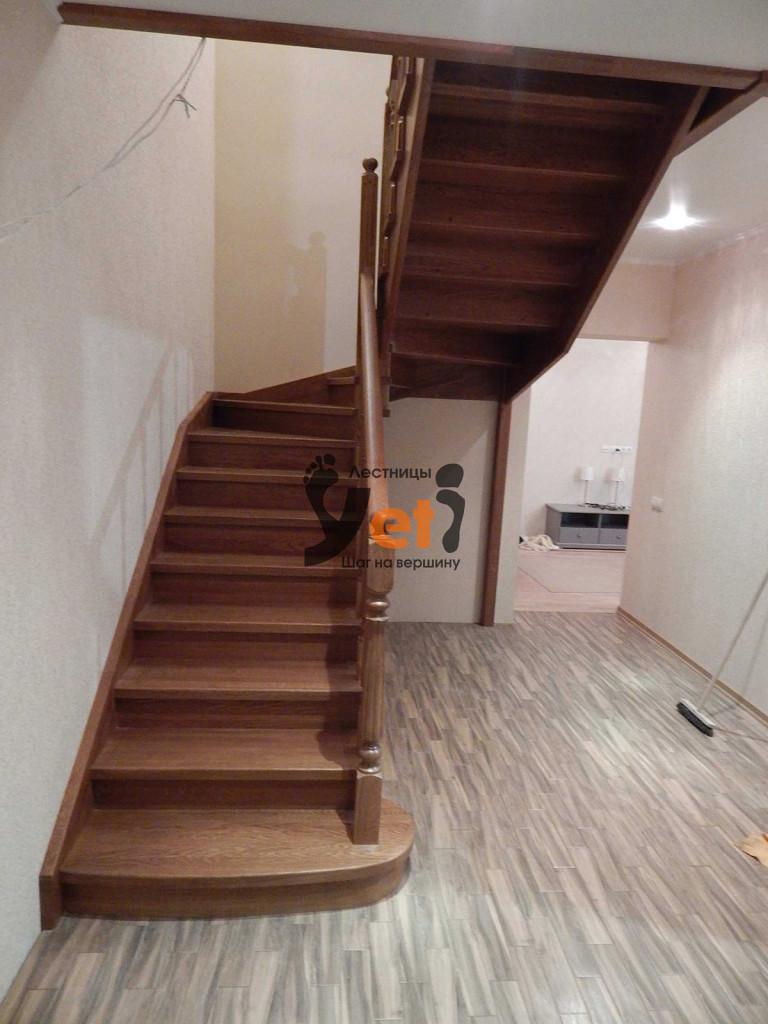 деревянная лестница из массива дуба