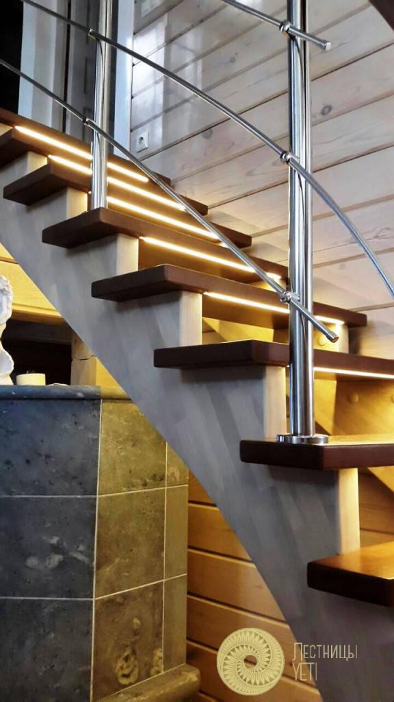 буковая винтовая лестница на косоурах