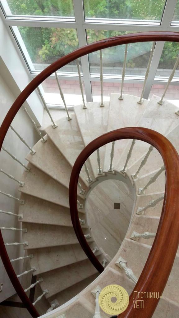спиральная лестница из мрамора