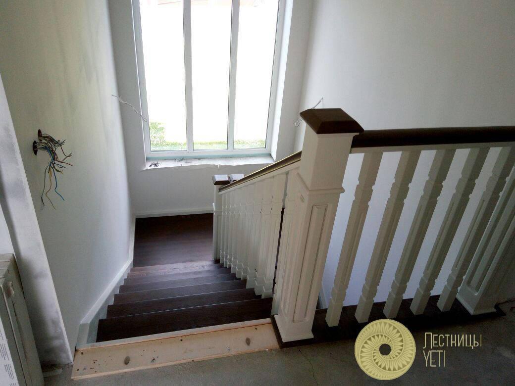 лестница из ясеня в английском стиле